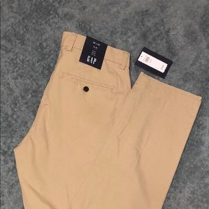 Gap Men's khaki pants BRAND NEW